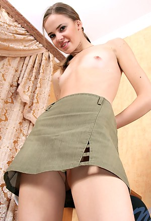 Naked Girls Skirt Porn Pictures