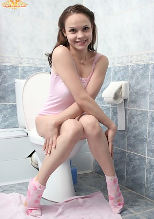 Naked Girls Toilet Porn Pictures