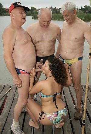 Naked Girls Blowbang Porn Pictures