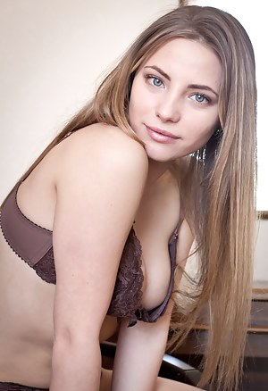 Naked Girls Bra Porn Pictures