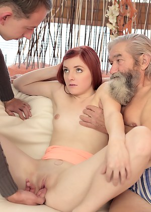 Naked Girls Threesome Porn Pictures